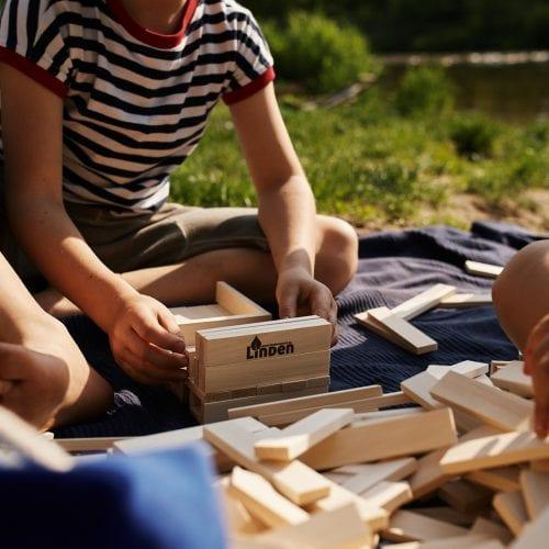 Drewniane zabawki są zdrowsze i lepsze od gier komputerowych, bo są edukacyjne