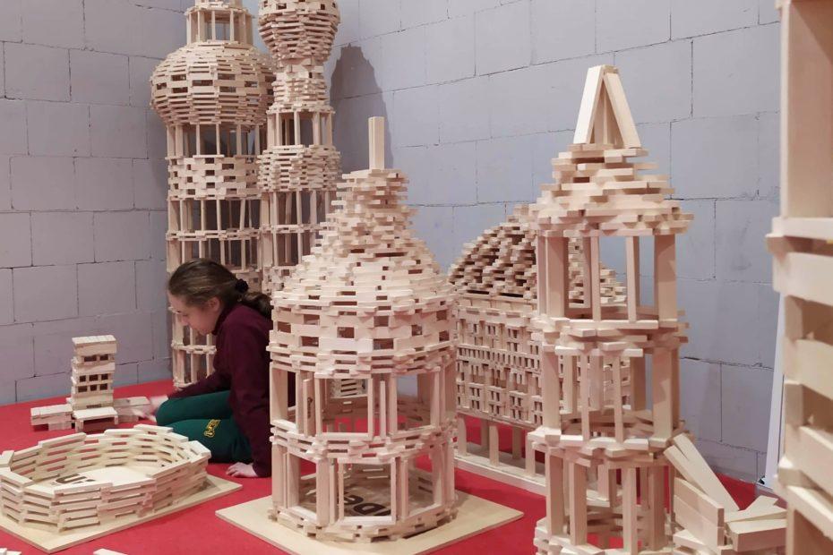 deseczki drewniane dla dzieci bezpieczne edukacja 1 930x620 - Ekologiczne deseczki drewniane dla dzieci - bezpieczne i edukacyjne zabawki