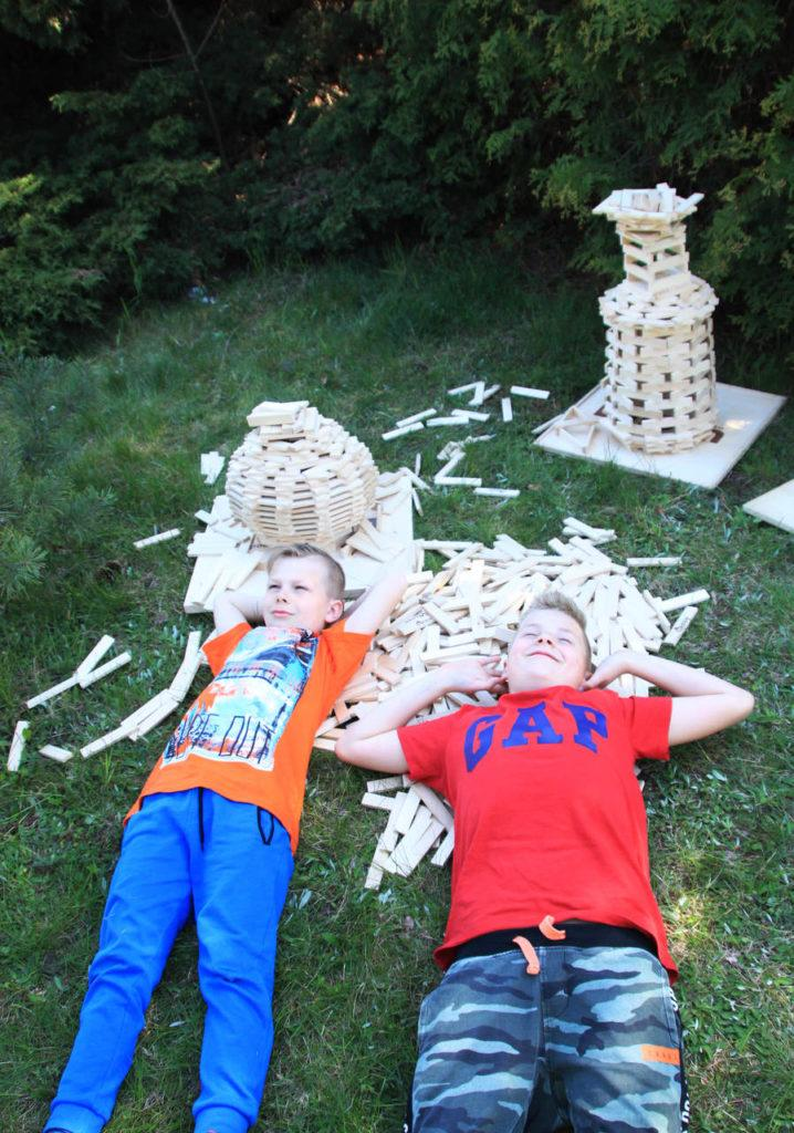 zabawy na upalne dni dla dzieci 1 718x1024 - Zabawy na upalne dni - ciekawe pomysły od Linden